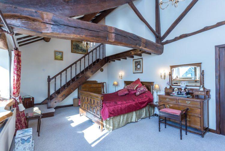 Stephen Heys master bedroom photo
